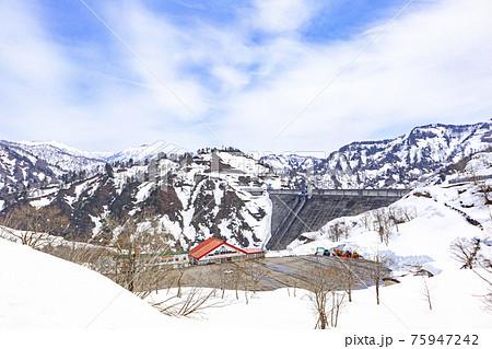 冬の奥只見ダム 75947242