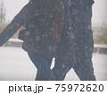 吹雪の歩く人 75972620