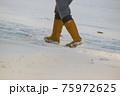 吹雪の歩く人 75972625