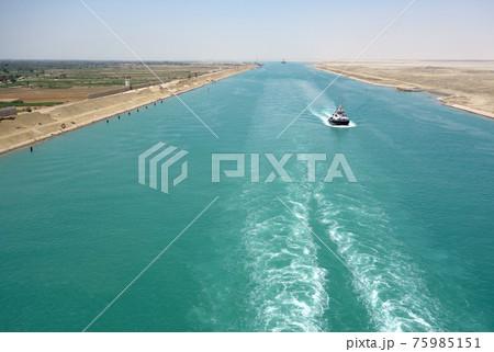 スエズ運河航行中 75985151