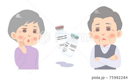 ワクチン接種について悩むシニア夫婦 75992284