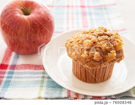 りんごのクランブルマフィン 76008346