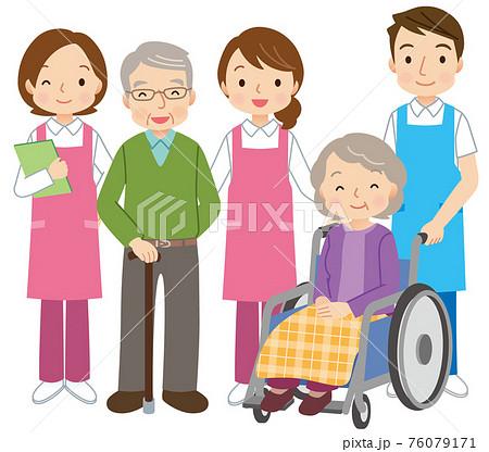 高齢者と介護士 老人ホーム 76079171