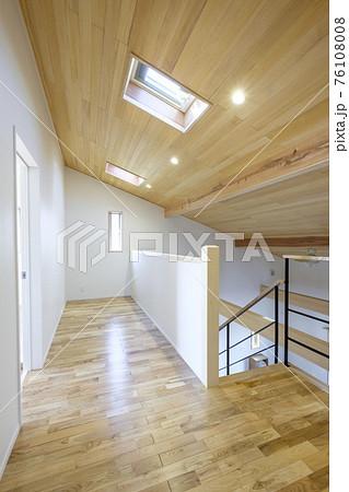 新築住宅のロフト 76108008