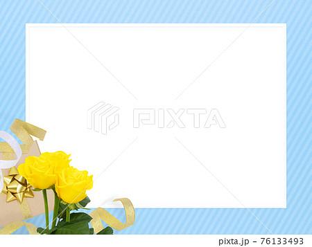 ギフトと黄色いバラのさわやかなフレーム - 複数のバリエーションがあります 76133493