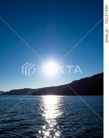 大瀬崎から望む内海と西伊豆の景色 76137490