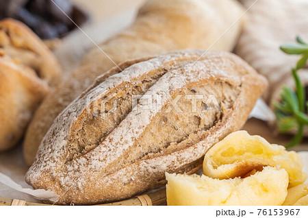 天然酵母のパン カンパーニュ 76153967