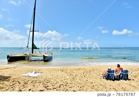 ハワイの休日 76170767
