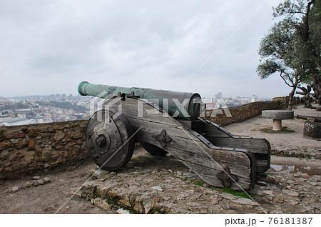 ポルトガル、リスボン、サン・ジョルジェ城の大砲 76181387
