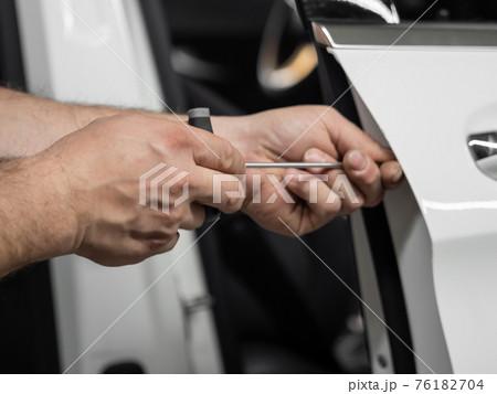 Repairing dents in a car 76182704