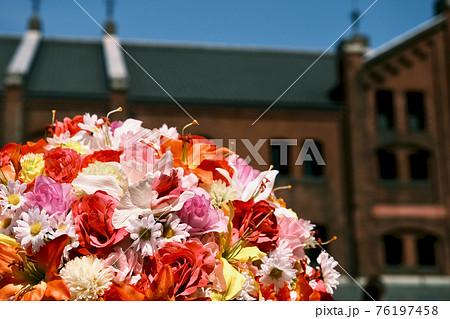 【神奈川】横浜赤レンガ倉庫の花壇(フラワーボール) 76197458