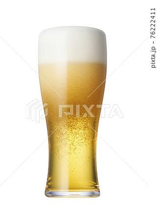 ピルスナーグラスに注がれた生ビール 76222411
