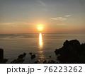 熊本県天草の海に沈む夕日・夕焼け 76223262