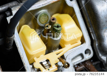 エンジンがかからないキャブレターのメインジェットの詰まり 76235144