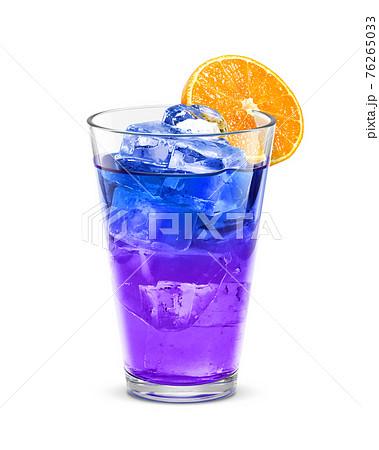 グラス バタフライピー 氷 オレンジ 飲み物 イラスト リアル 76265033