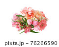 様々な花のブーケ 76266590