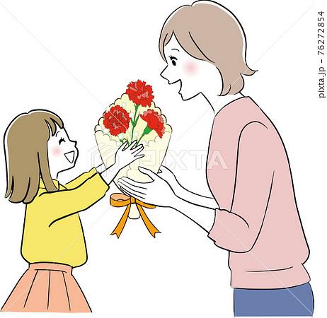 お母さんに花束をあげる女の子 76272854