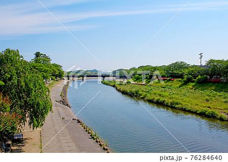 【三重】初夏の伊勢神宮参拝 新橋から眺める五十鈴川 76284640