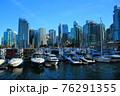 ダウンタウン・バンクーバーに係留されるヨット(カナダ バンクーバー) 76291355