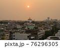 タイ・バンコクの黄金の丘寺院「ワット・サケット(Wat Saket)」 76296305