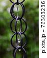 鎖樋と雨雫 76303236