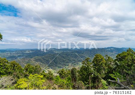 富山北峰から見た房総丘陵(千葉県南房総市) 76315162