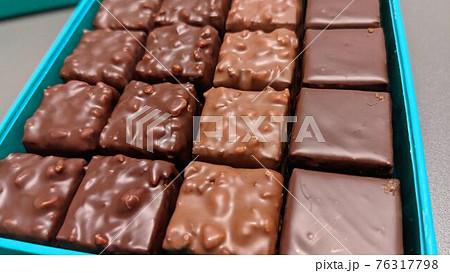 パトリック・ロジェ バレンタインチョコレート 76317798