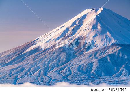 《山梨県》富士山と樹氷・日本の冬景色 76321545