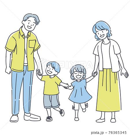 手を繋ぐ家族 76365345