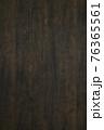 古材の板のバックグラウンド 76365561