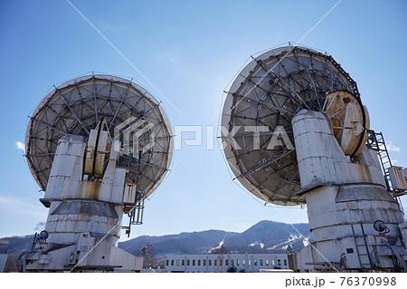 【長野県 南牧村】 冬の野辺山宇宙電波観測所 ミリ波干渉計を裏から見る 76370998