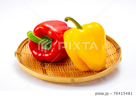 黄色と赤のパプリカ 素材 76415481
