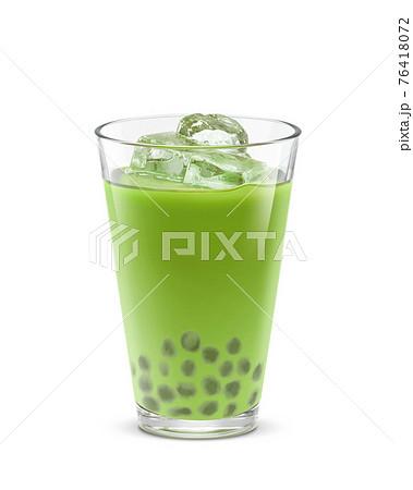 グラス タピオカ 抹茶ミルク 飲み物 氷 イラスト リアル 76418072