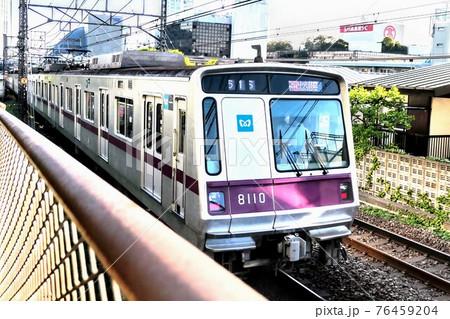 通過する東京メトロ8000系東急田園都市線半蔵門線 76459204