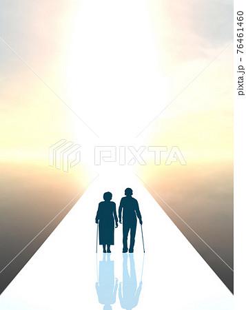 高齢者男女の未来 シルエット小 一本道 CGイラスト縦 76461460