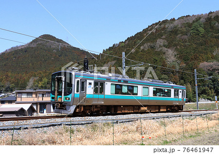 加古川線 谷川〜久下村間を走る125系電車 76461947