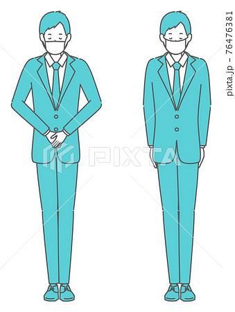 かしこまる、会釈をする マスクを着けたスーツの男性 76476381
