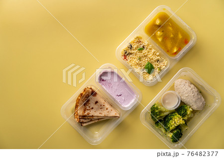 containers with healthy food 76482377