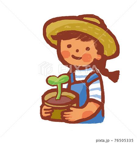 植木鉢を持っている女性 76505335