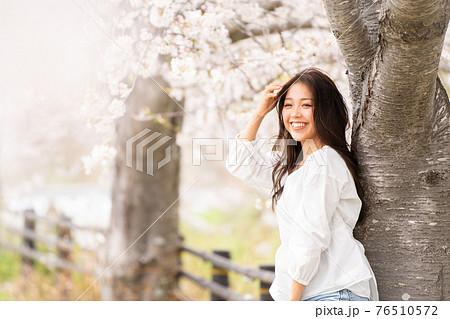 桜 女性ポートレート 76510572