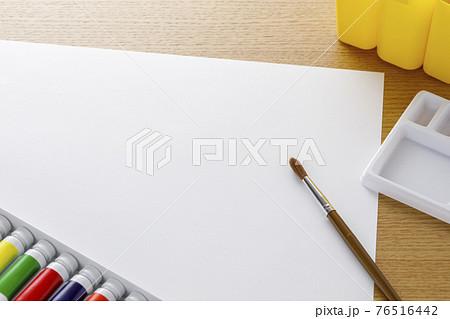 画材 絵の具と筆 76516442