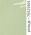 緑色の紙とマスキングテープの背景 - 複数のバリエーションがあります 76525605