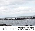 波が荒れている海 76538373
