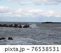 波が荒れている海 76538531