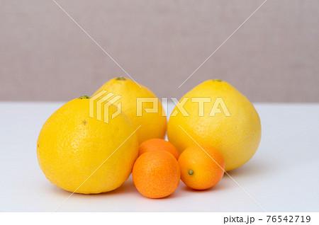 柑橘 果物イメージ 物撮り(白バック) 76542719