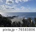 南紀熊野ジオパーク 八十磯の波食棚 干潮時 76583806
