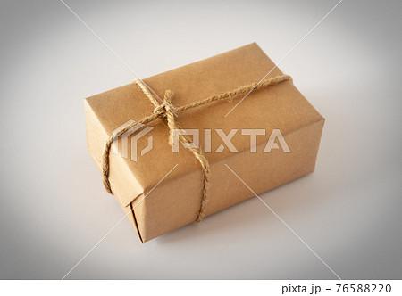 小包1つ 荷物 返礼品 贈り物 配送 輸送 76588220