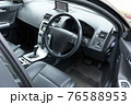 車の運転席 76588953