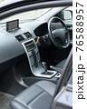 車のフロントシート 76588957