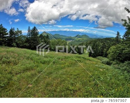 横手山スキー場ゲレンデからの景色 76597307